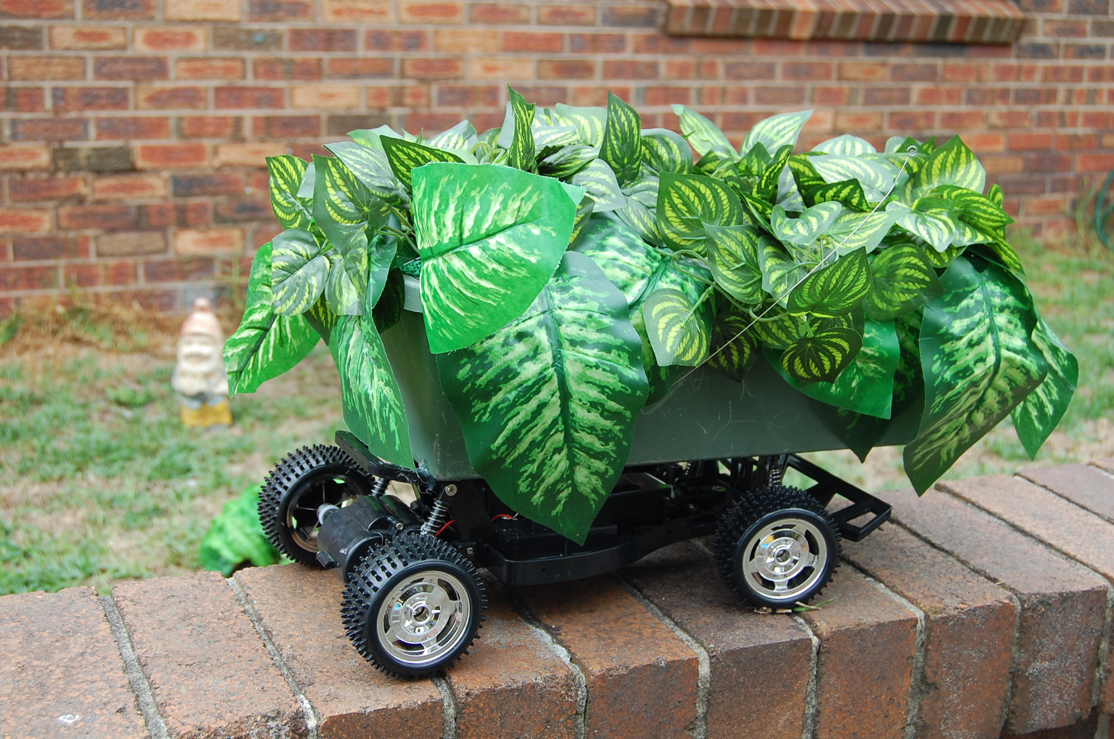 Remote Control Garden(vehicle view)30cmx 25cm, plastic foliage, paper, toy RC vehicle